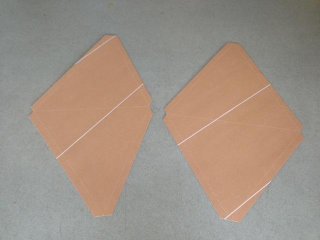 2枚を一組にしたXセット(右)とYセット(左)。写真は斜めからの撮影で、歪んでいます。